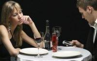 Waspadalah, Teknologi Bisa Bikin Merusak Hubungan dengan Pasangan