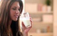 Benarkah Minum Susu di Pagi Hari Saat Perut Masih Kosong Berbahaya?