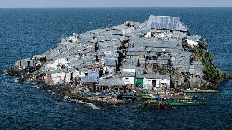 Pulau Kecil Terpadat di Dunia