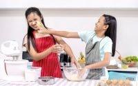Berbagai Aktivitas Seru Ngabuburit Sekeluarga Saat di Rumah Aja