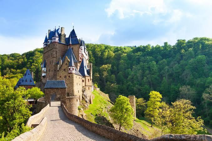Kastil Indah di Dunia