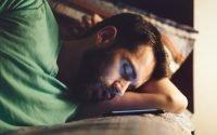 bahaya tidur dekat handphone
