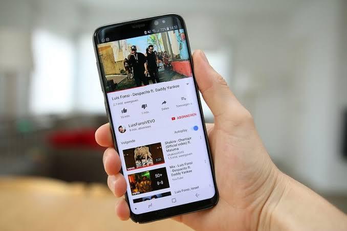 Nonton Youtube Bisa Sambil Buka Aplikasi Lain