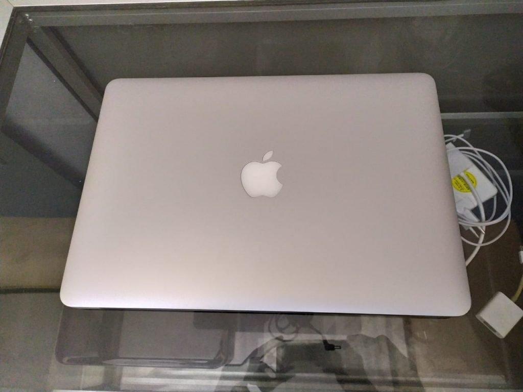 membeli laptop bekas