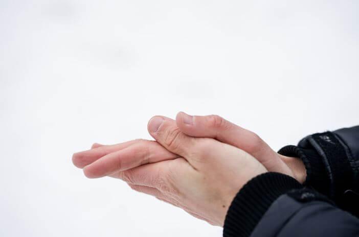 tangan terasa dingin