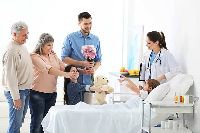 Buah Tangan yang Cocok Untuk Menjenguk Orang Sakit
