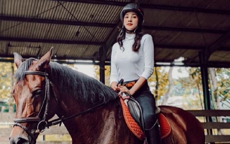 perlengkapan olahraga berkuda
