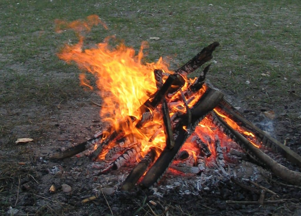 manfaat abu bakaran kayu